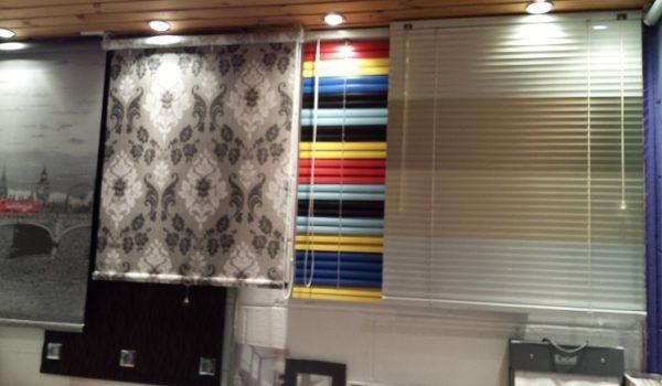 showroom-window-blinds